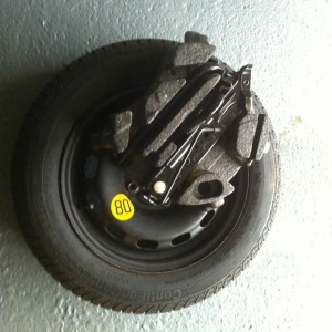 FORD-FIESTA-MK-6-78-SPARE-WHEEL-AND-TOOLS-INCL-JACK-BRACE-AND-TOWING-EYE-281484236982