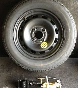 FORD-FIESTA-MK-6-78-SPARE-WHEEL-AND-TOOLS-INCL-JACK-BRACE-AND-TOWING-EYE-301315297348