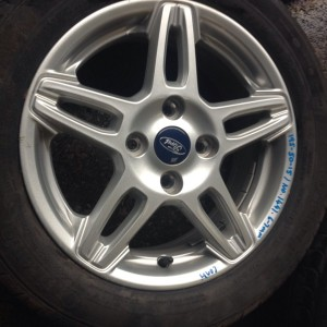 FORD-FIESTA-MK8-15-SPLIT-5-SPOKE-ALLOY-AND-195-50-15-TYRE-LOVELY-CONDITION-281489444083