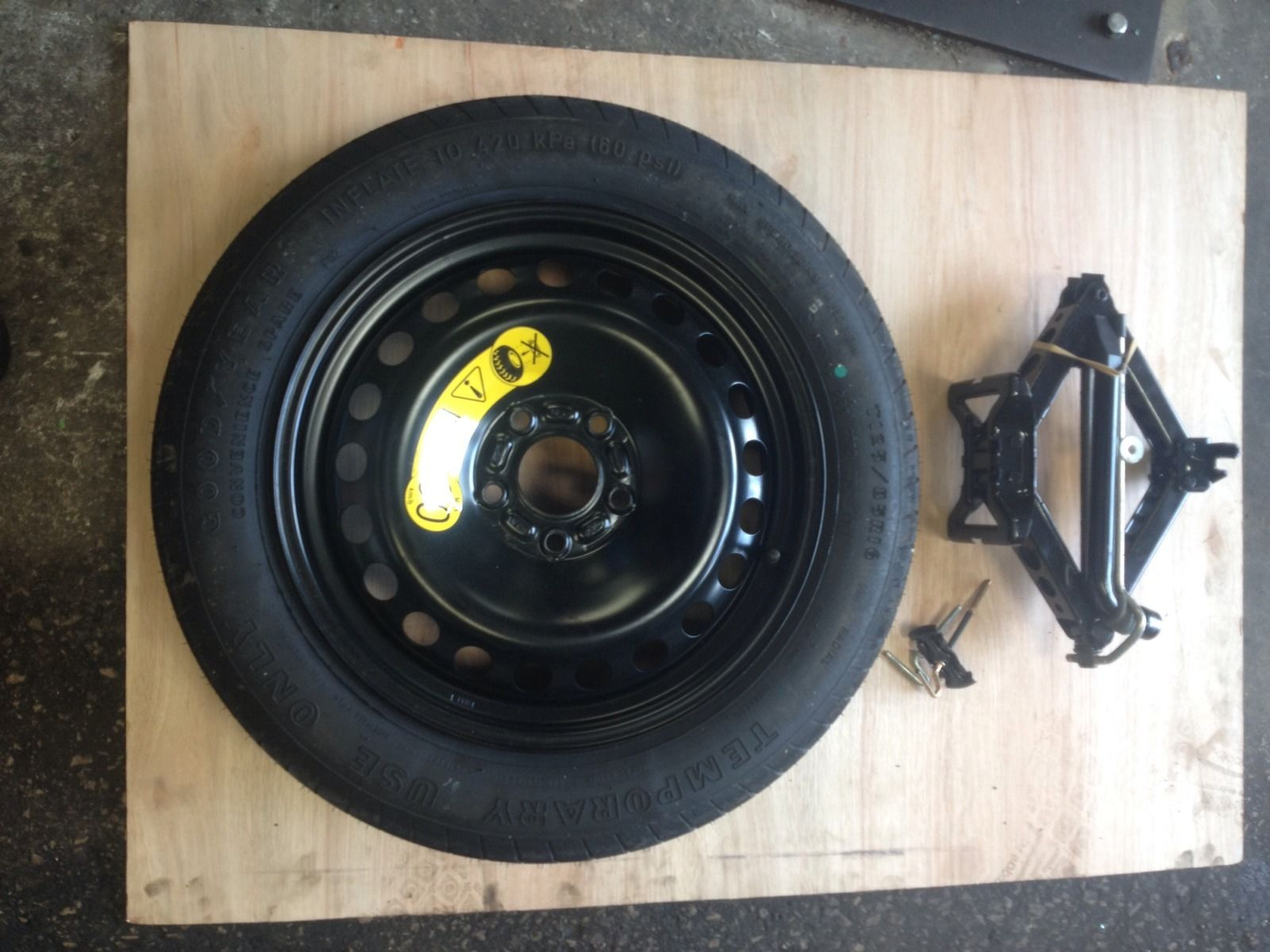 Ford Focus C Max Spare Wheel And Tools Incl Jack Brace And